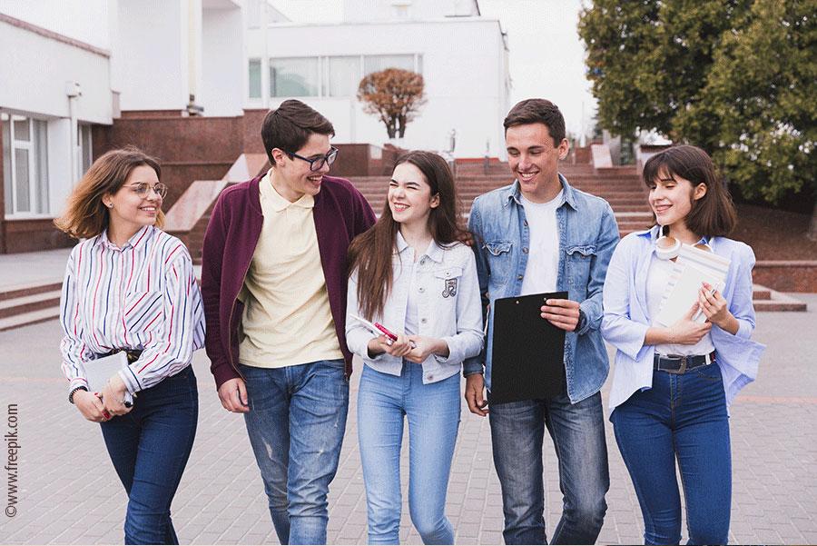 adolescents-ecole-exterieure-eplp
